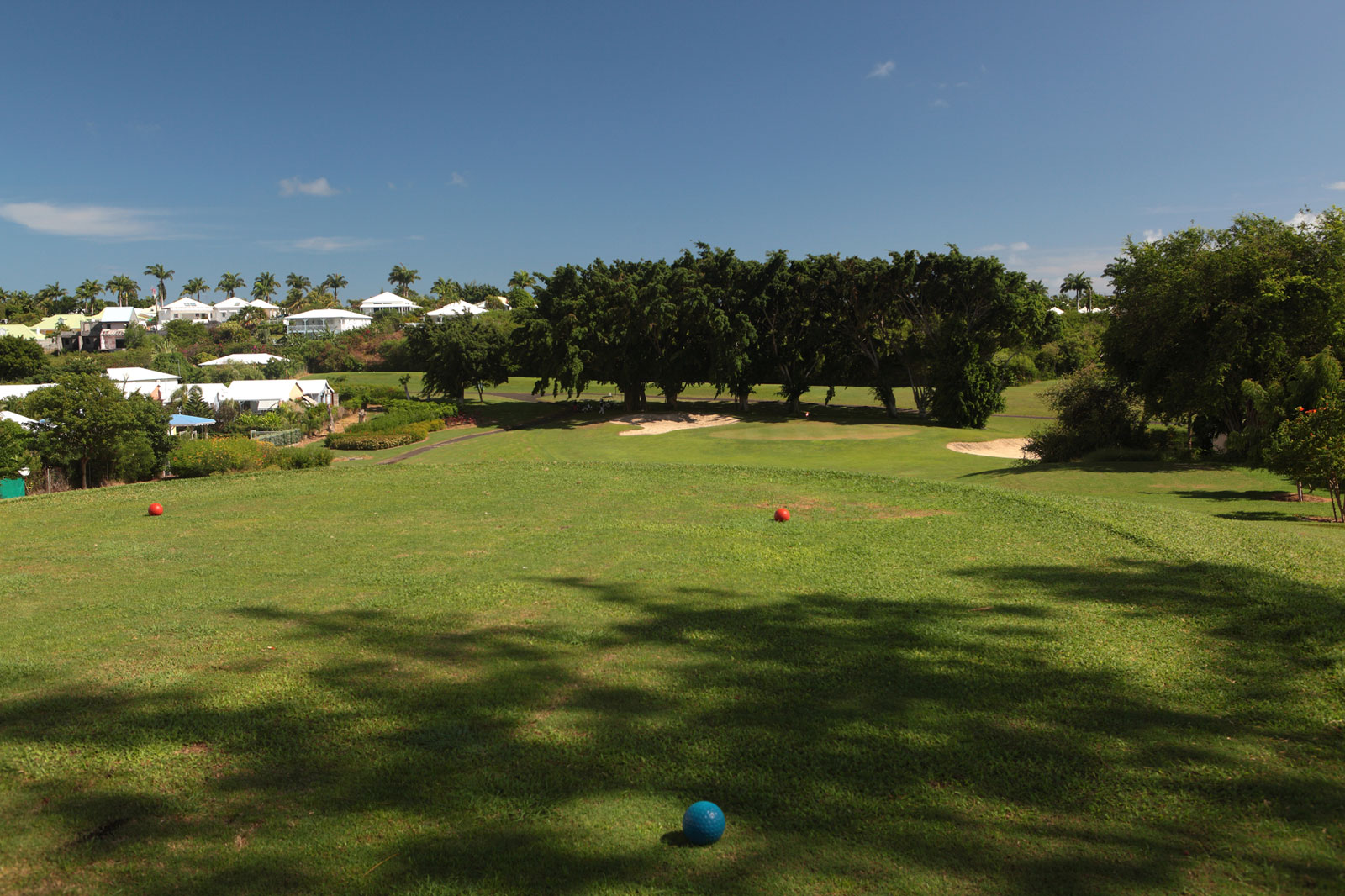 http://www.deshotelsetdesiles.com/hotel-vol-guadeloupe/hotels/d2-golf.56-small.jpg