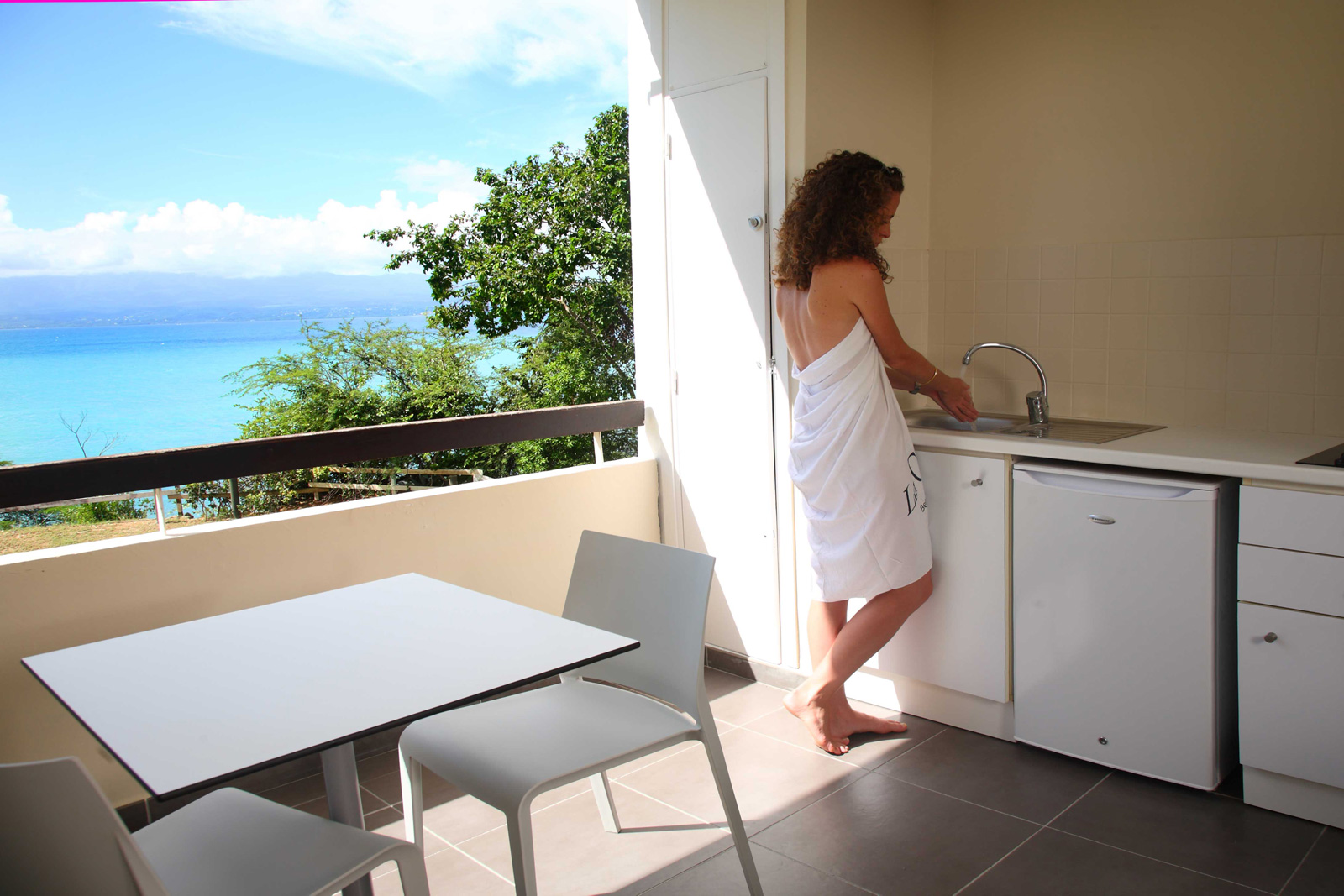 http://www.deshotelsetdesiles.com/hotel-vol-guadeloupe/photos/Chambre-Mahogany.28.jpg