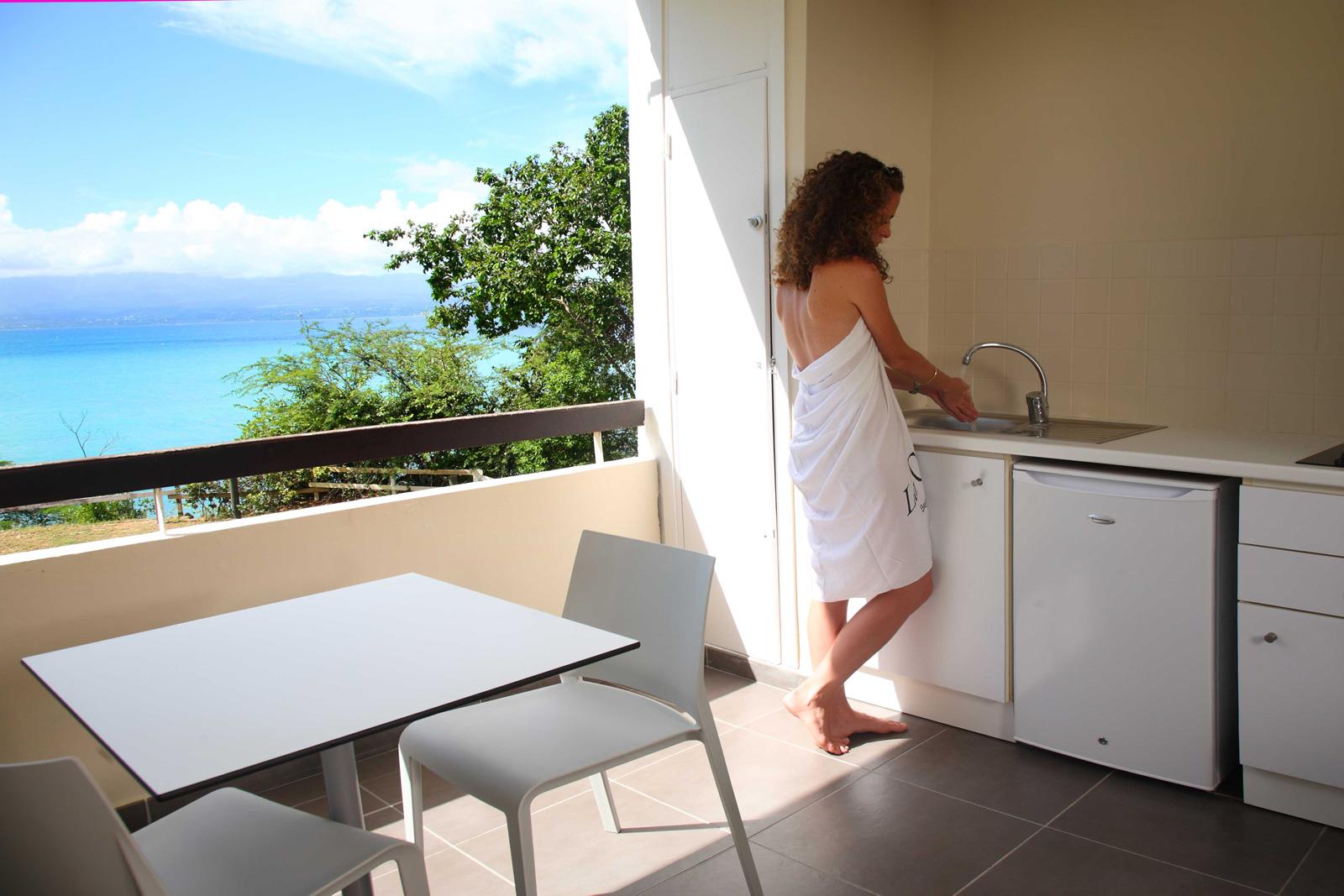 http://www.deshotelsetdesiles.com/hotel-vol-guadeloupe/photos/Chambre-Mahogany.28.jpg