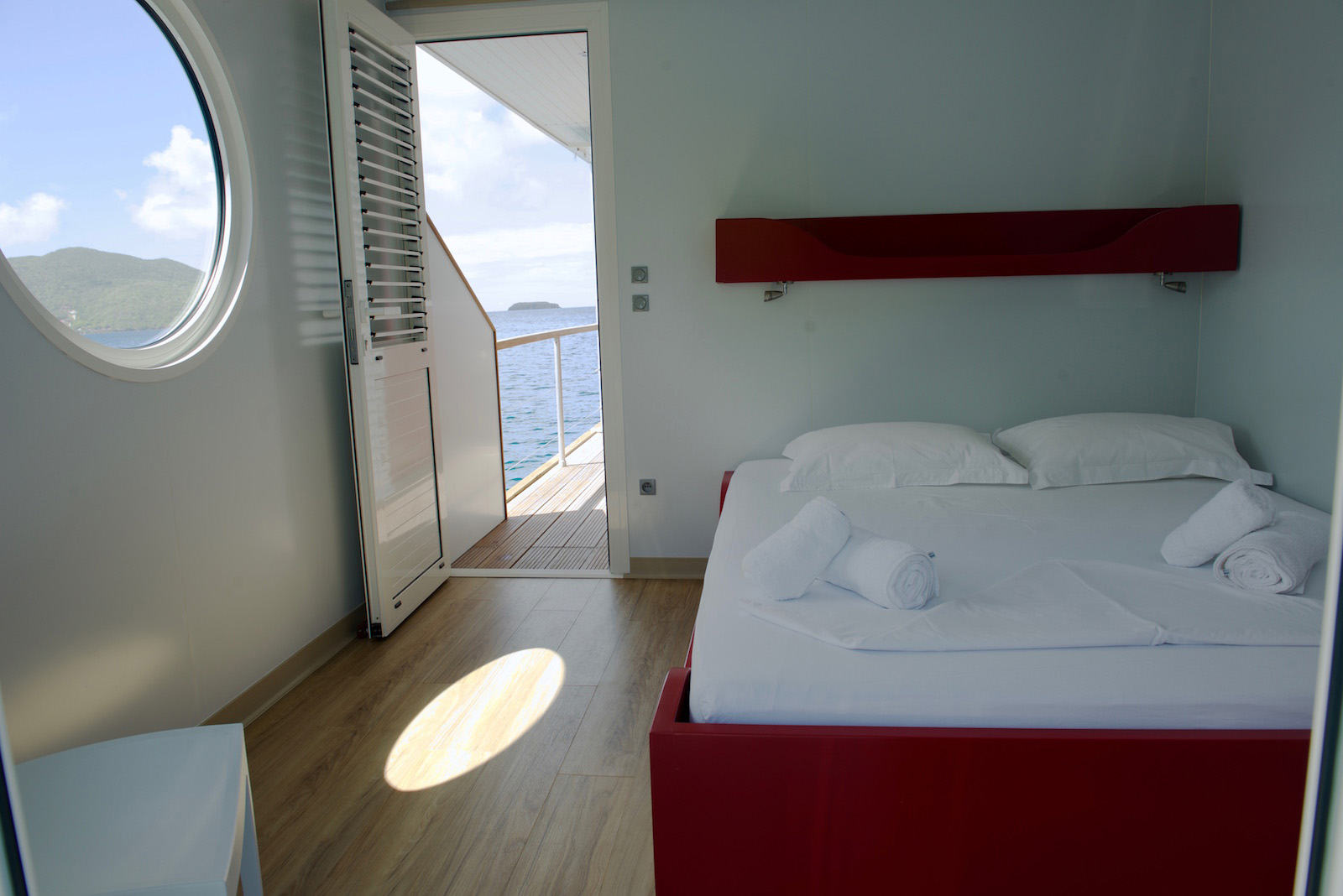 http://www.deshotelsetdesiles.com/hotel-vol-guadeloupe/photos/_DIG1053.jpg