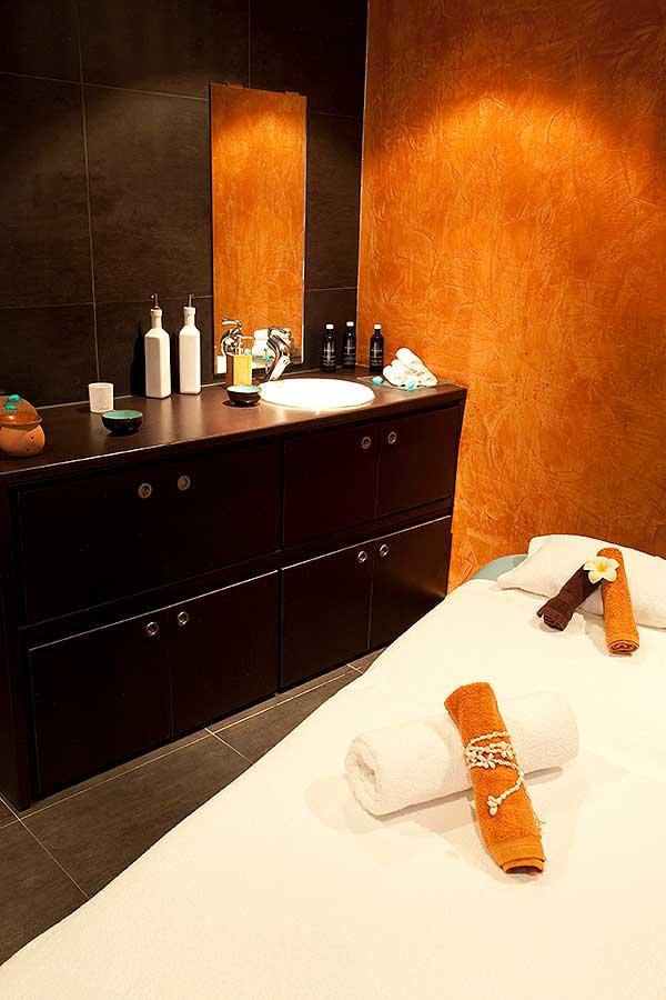 http://www.deshotelsetdesiles.com/hotel-vol-guadeloupe/photos/diapo-creole-spa-cabine.jpg