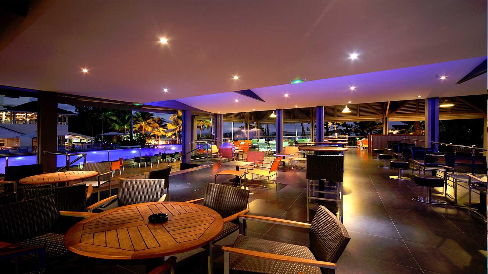http://www.deshotelsetdesiles.com/hotel-vol-guadeloupe/photos/fond-creole-3.jpg